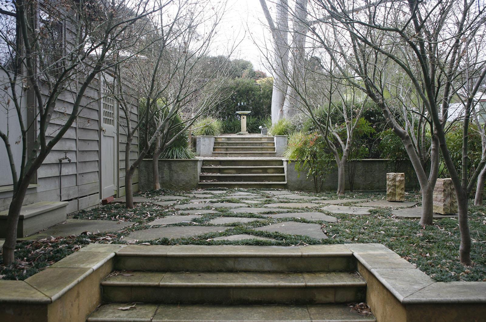 Garden in the Hills_0000s_0005_Vinen 7