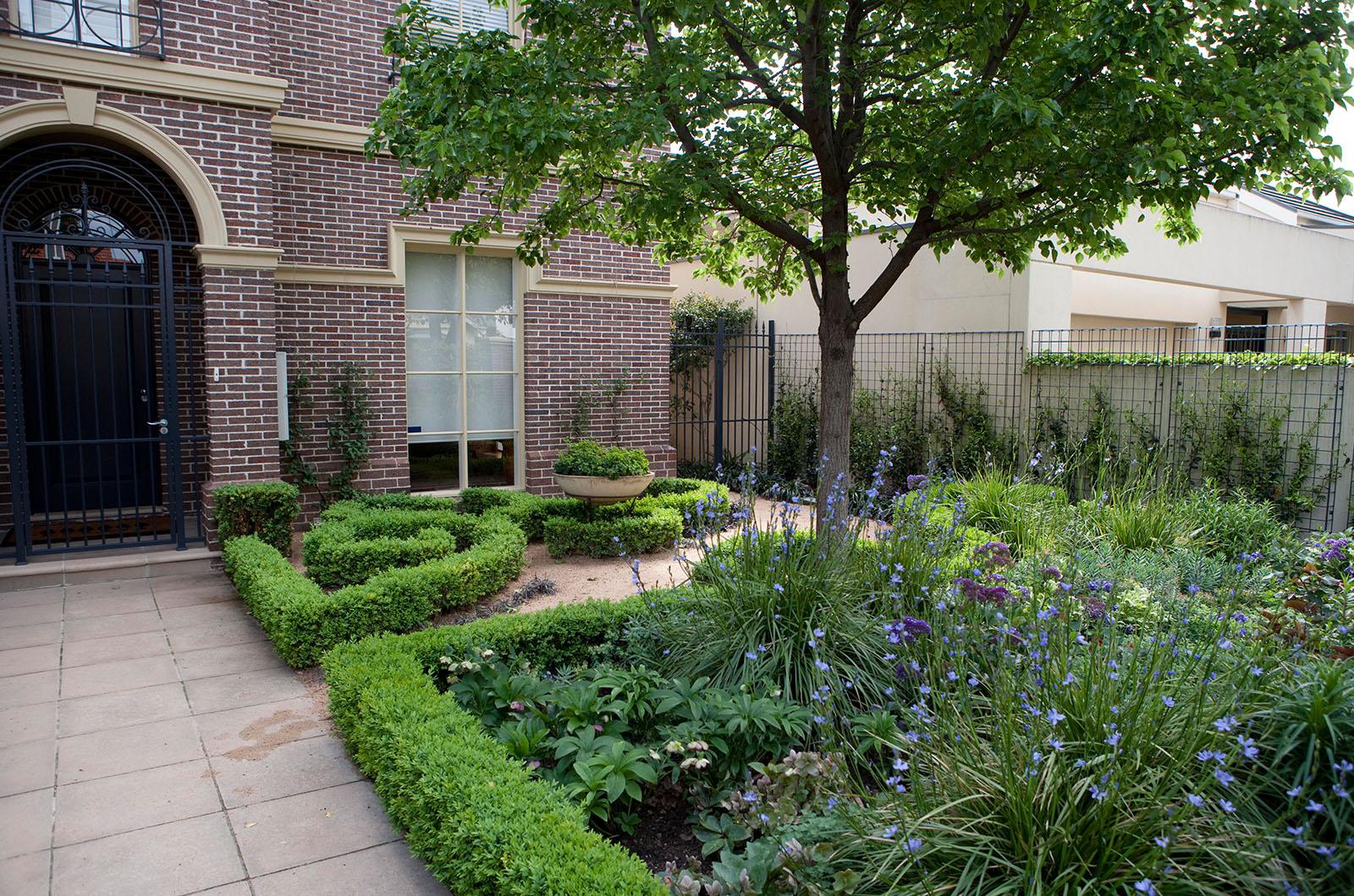 Sculptured Garden_0005s_0006_Hughes 10